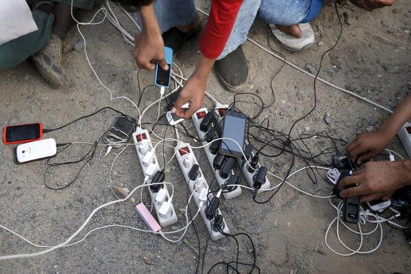 Göç Eden İnsanlar ve Telefonları